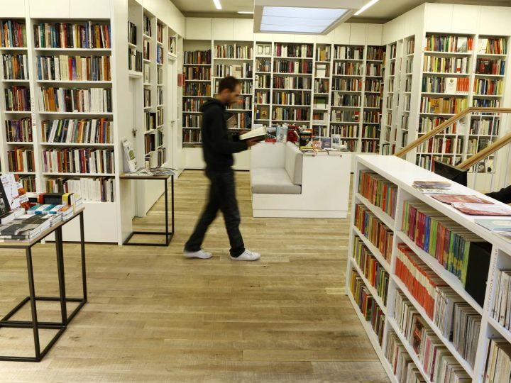 La industria del libro se agarra al papel para volver a sonreír