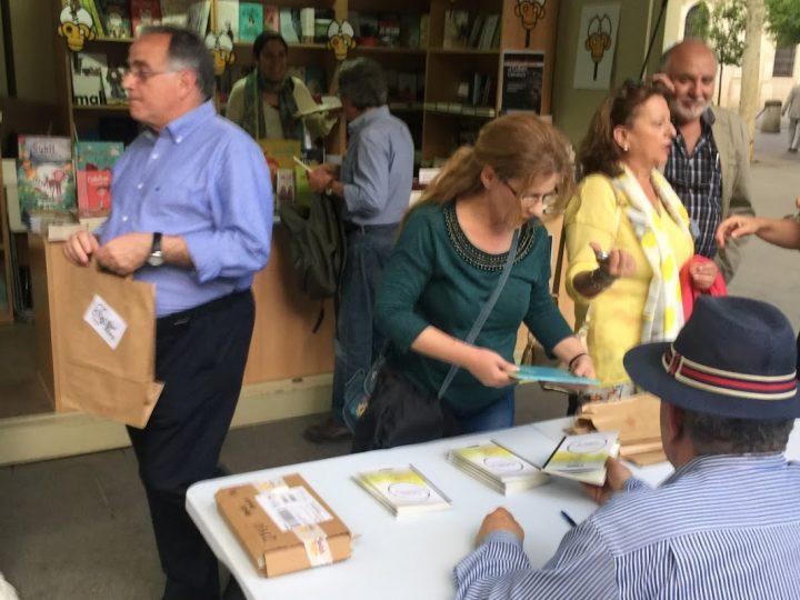 Librería Isla de Papel en la Feria del Libro de Sevilla