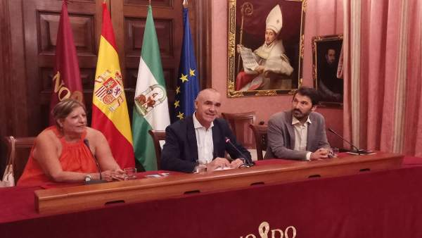 Muñoz recibe a Marilyn Bobes, ganadora del I Premio Guantanamera de literatura cubana impulsado por Lantia